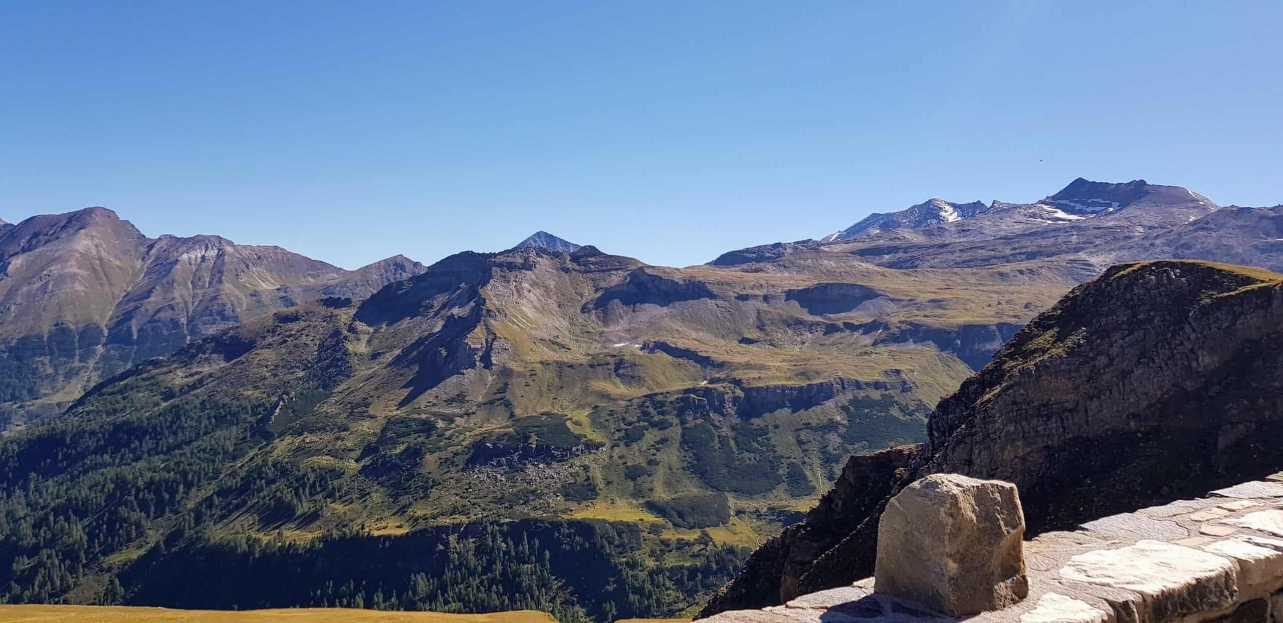 Berge im Nationalpark Hohe Tauern. Zahlreiche 3.000er entlang der Glocknerstraße in Österreich.