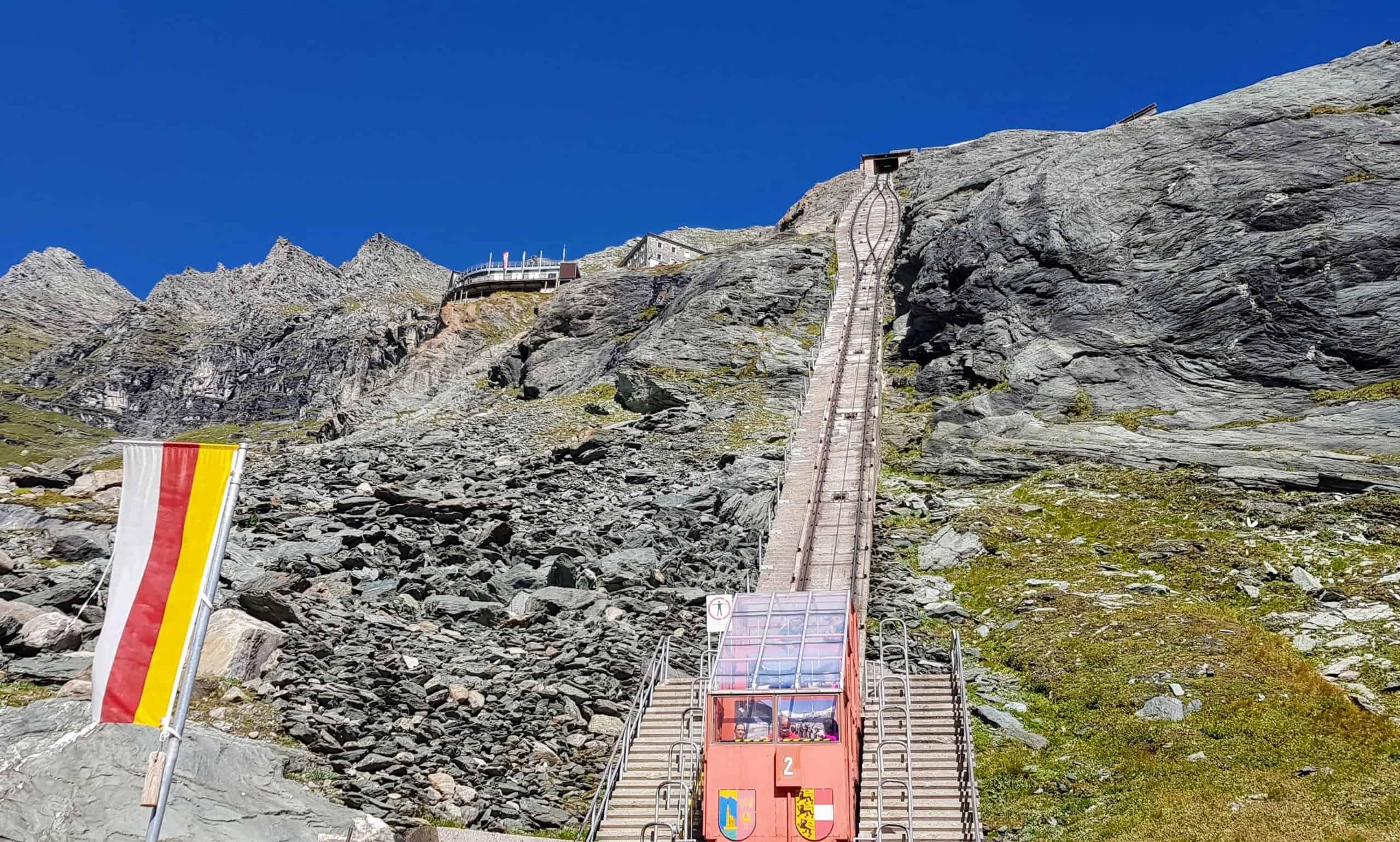 Historische Gletscherbahn auf Kaiser Franz Josefs Höhe - Attraktion und Aktivitäten entlang der Großglockner Hochalpenstraße in Österreich