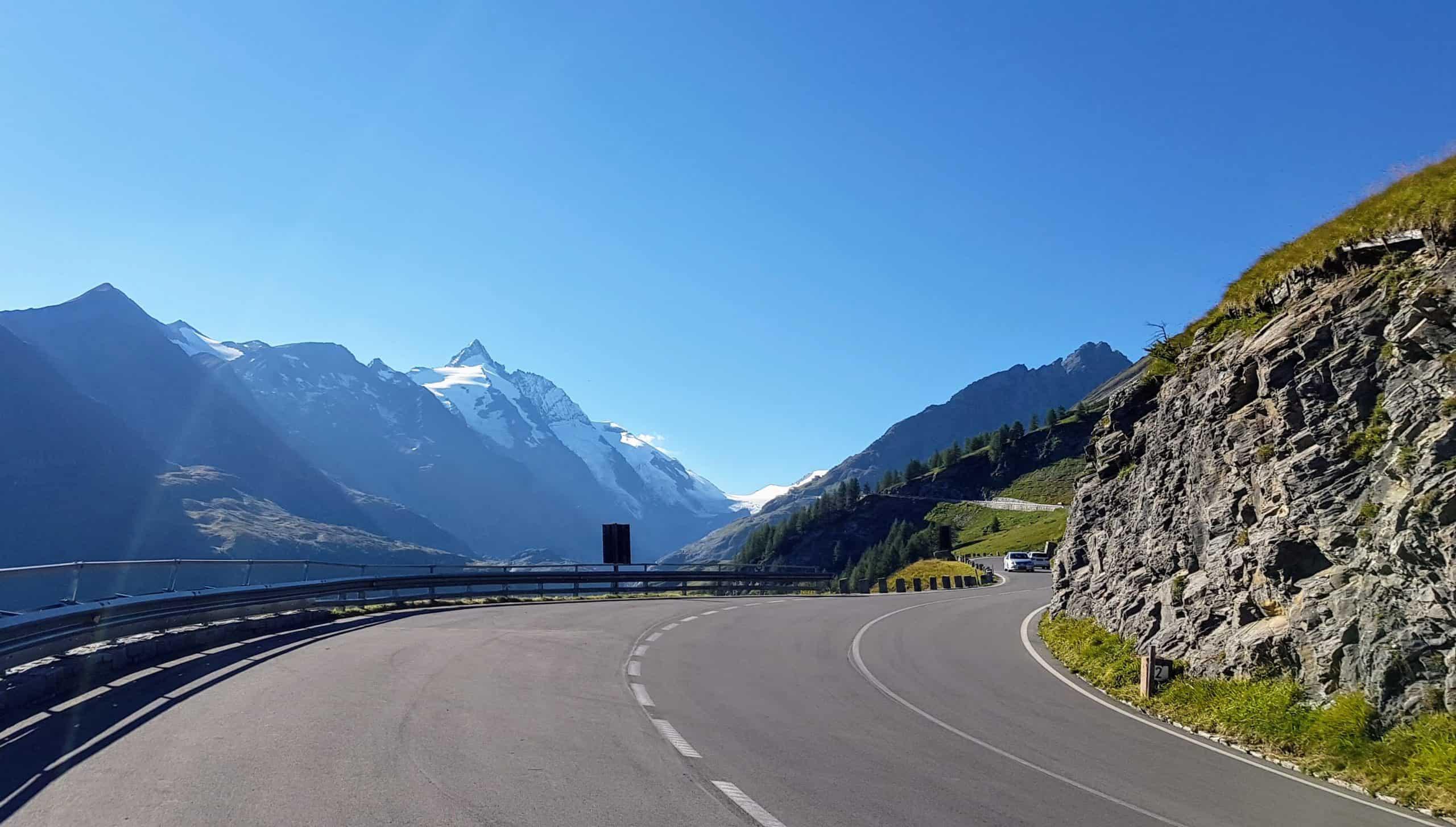 schöne Aussichtsstraße zum Großglockner im Nationalpark Hohe Tauern in Österreich