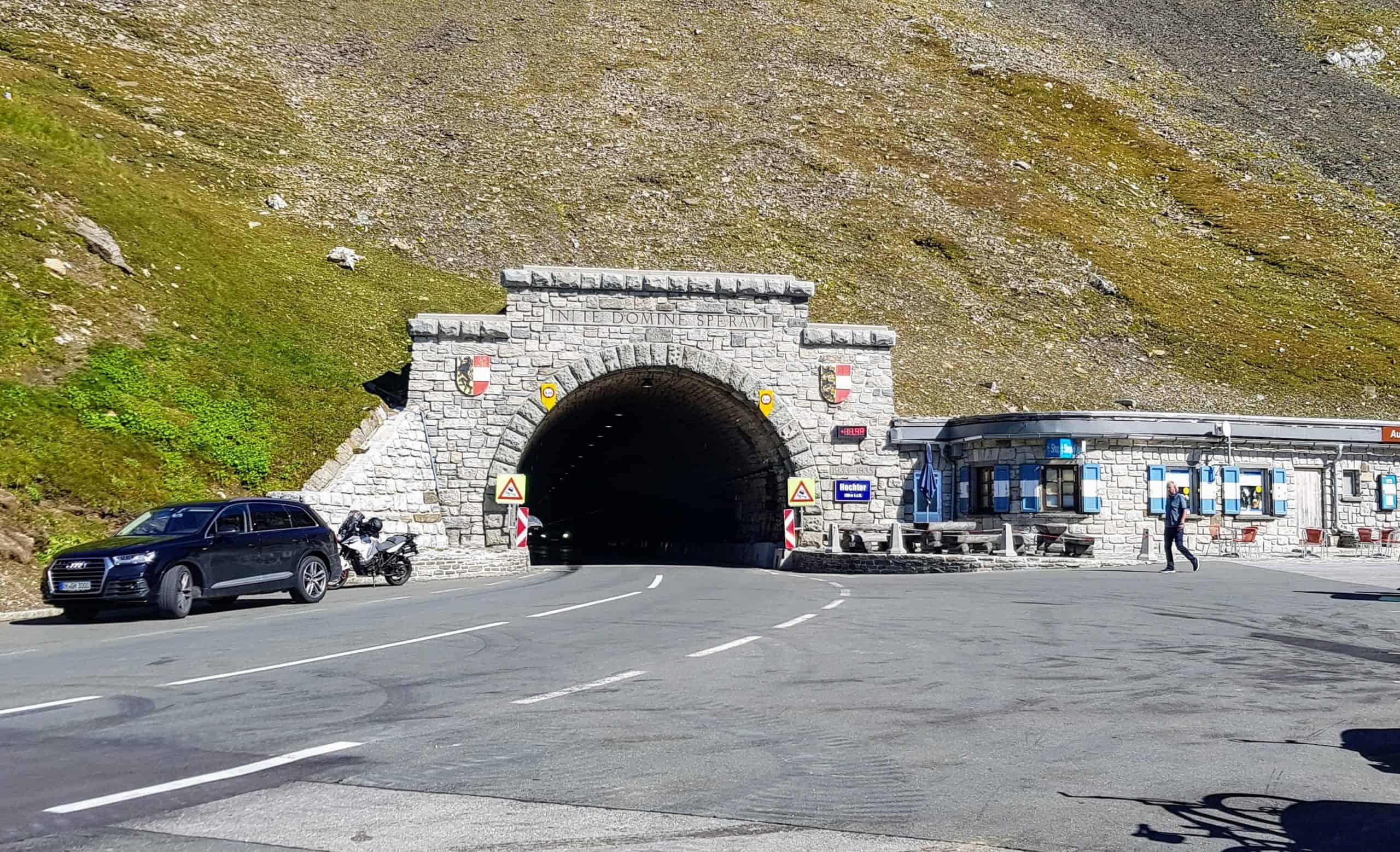Hochtor. Tunnel von Kärnten nach Salzburg auf der Großglockner Hochalpenstraße - Panoramastraße in Österreich.