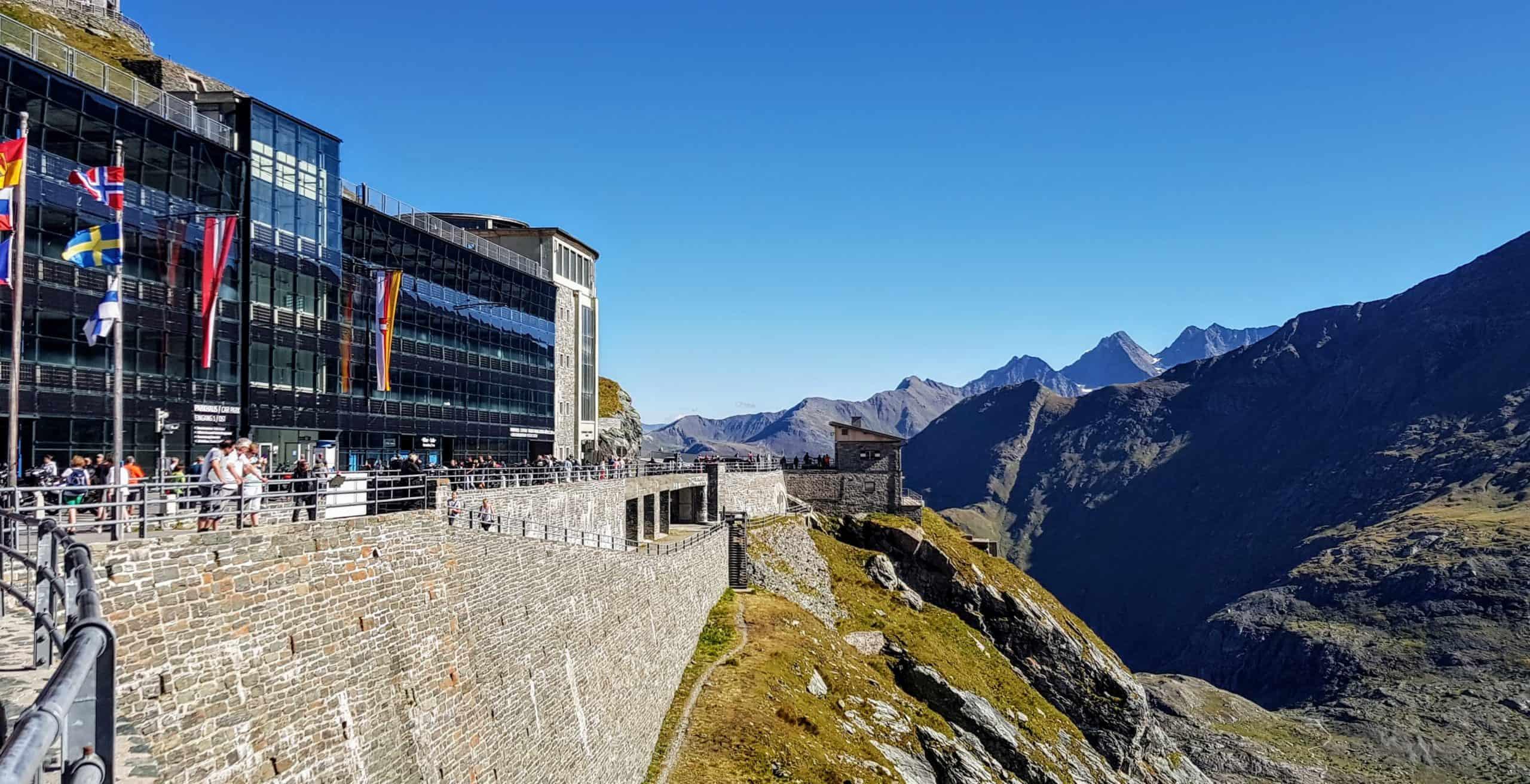 Parkhaus und Besucherzentrum Kaiser Franz Josefs Höhe bei Großglockner in Kärnten - Ausflugsziel in Österreich
