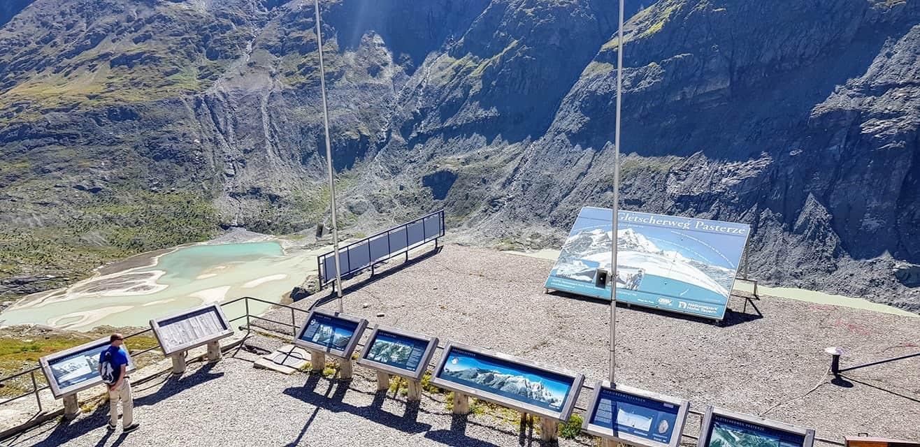 Aussichts- und Informationsstelle für Gletscherweg Pasterze beim Großglockner auf der Kaiser Franz Josefs Höhe in Kärnten