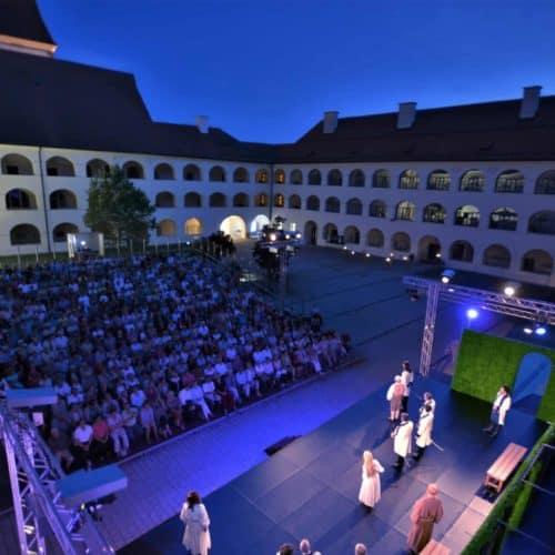 Vorstellung im Heunburgtheater in der Urlaubsregion Klopeinersee in Südkärnten. Kultureller Geheimtipp in Österreich.