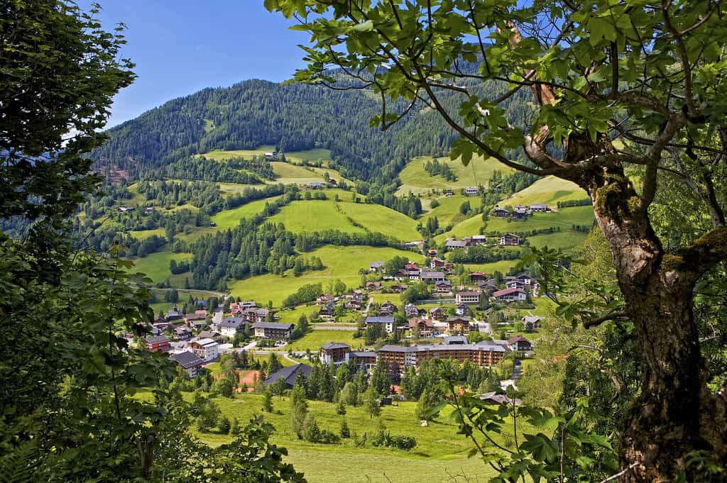 Bad Kleinkirchheim in Österreich. Urlaubsort in Kärntner Nockbergen