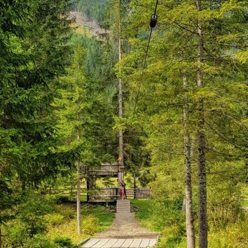 Flying Fox bei Erlebnis- & Naturspielplatz Freizeitzentrum Mallnitz bei Wander-Startplatz Seebachtal. Tipp für Kärnten mit Kindern im Nationalpark Hohe Tauern.