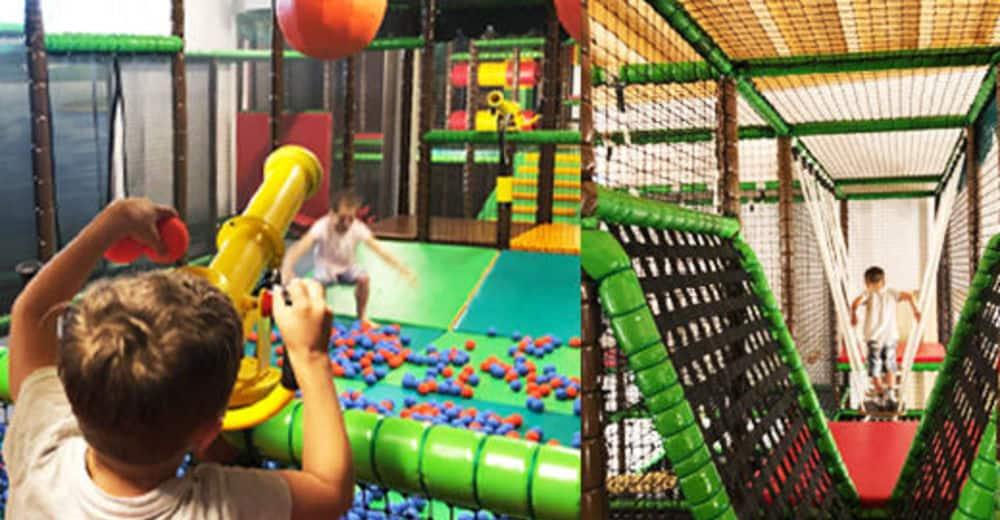 Indoor Spielplatz in der Walderlebniswelt in St. Kanzian. Tipps für Aktivitäten mit Kindern und Schlechtwetter in Kärnten - Urlaubsland Österreich.