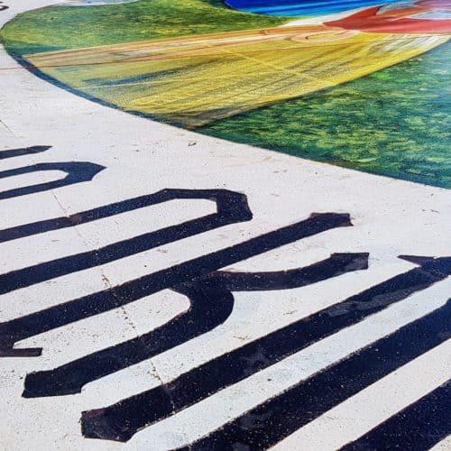 Kunstwerk am Pyramidenkogel auf Parkplatz zu 10. Oktober Kärntner Volksabstimmung