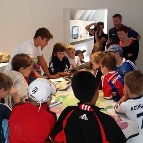Kinder im Geopark Karawanken in der Region Klopeinersee - Infozentrum und Ausflugstipp in Kärnten, Bad Eisenkappel für Familien und Regenwetter.