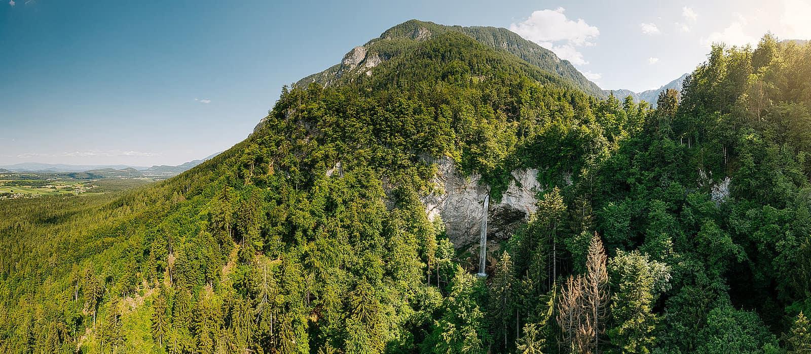Wildensteiner Wasserfall und Blick über Urlaubsregion Klopeinersee in Kärnten - Urlaubsregion in Österreich