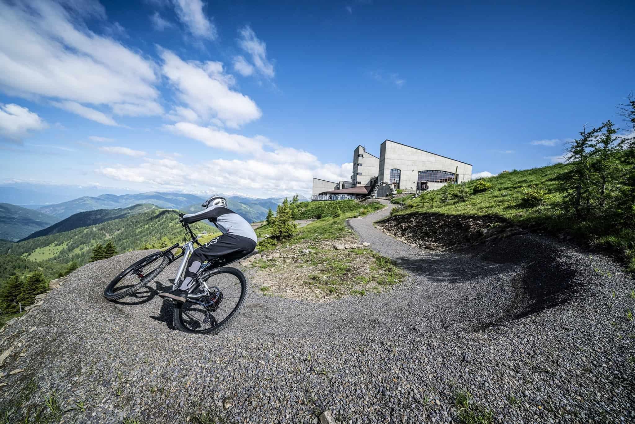 Mountainbiken in Kärnten auf Flow Trail Bad Kleinkirchheim bei Kaiserburg Bergstation in Kärnten - Aktivitäten bei Österreich-Urlaub