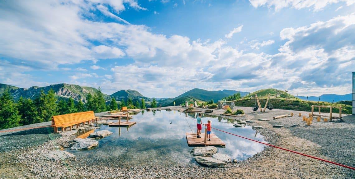 Kinder im Aktiv Park Bad Kleinkirchheim bei Bergstation Brunnach in St. Oswald. Aktivitäten bei Österreich Urlaub in Kärnten.