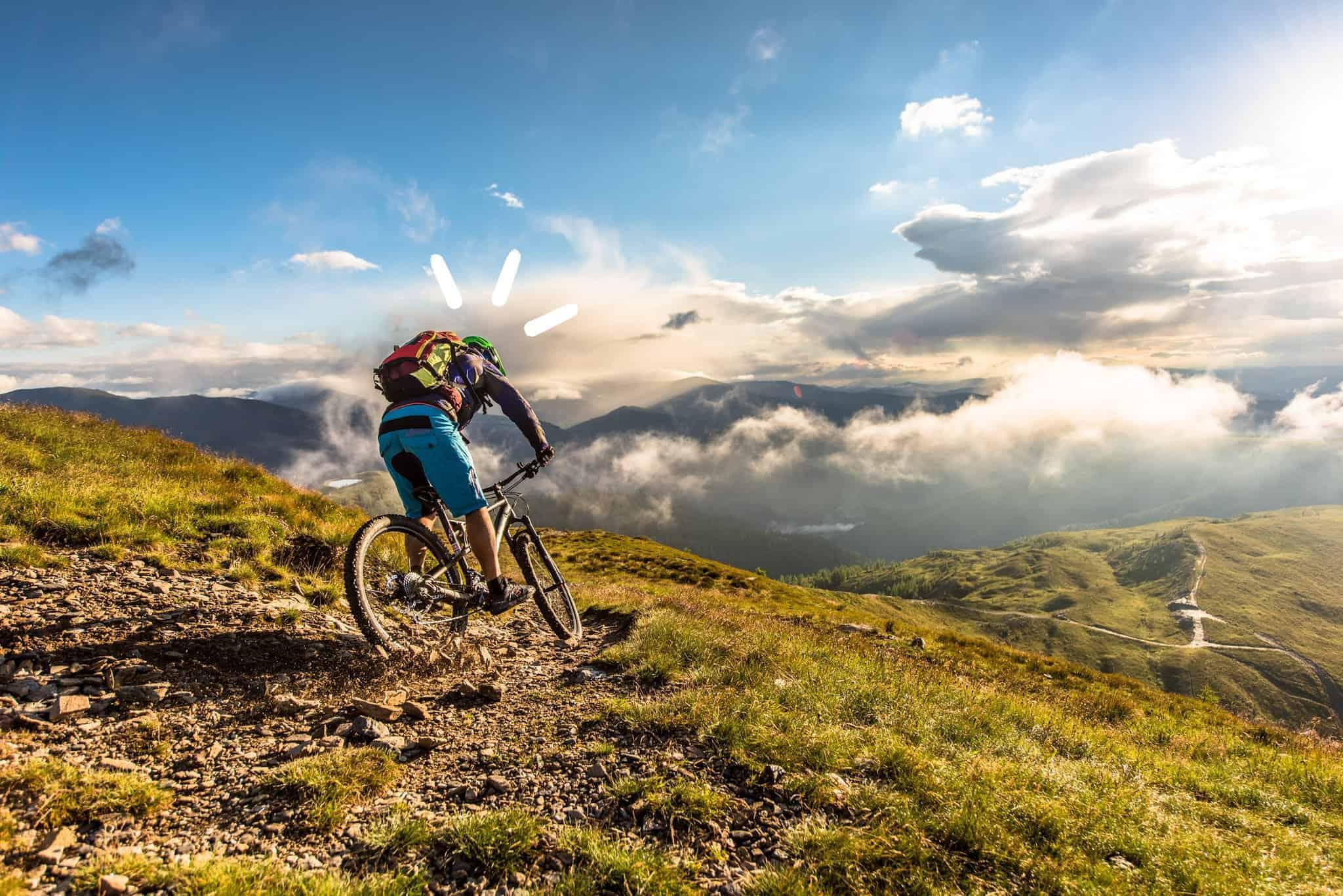 Mountainbiker in Bad Kleinkirchheim mit Blick auf Nockberge