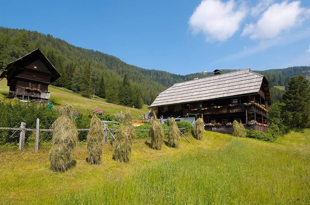 Bauernhof Egarterhof mit Getreidespeicher in Bad Kleinkirchheim - Ausflugsziele in Kärnten bei Österreich-Urlaub