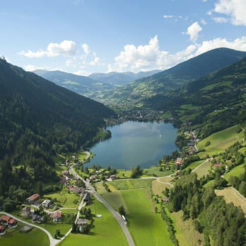 Feld am See mit Brennsee in Kärnten - Urlaubsregion Bad Kleinkirchheim, Österreich