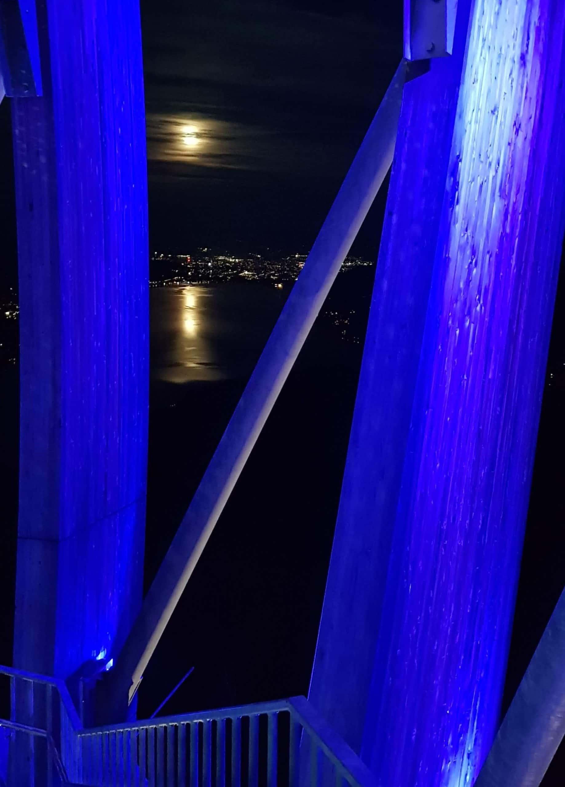 Blick vom Pyramidenkogel auf Mondschein über Klagenfurt am Wörthersee in Österreich