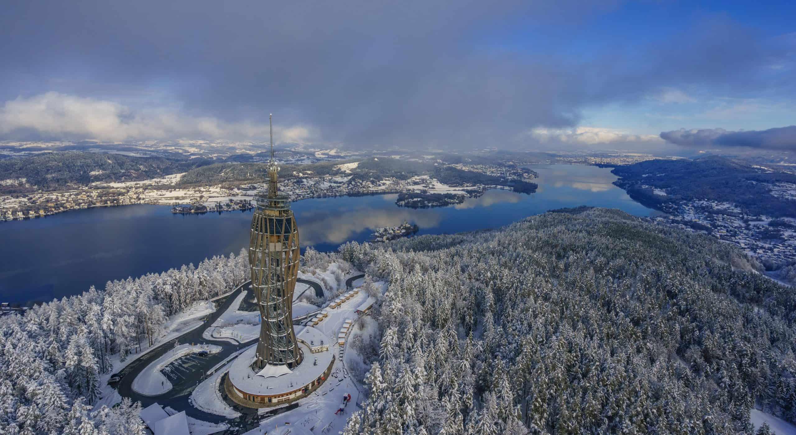 Pyramidenkogel im Winter mit Blick Richtung Klagenfurt am Wörthersee