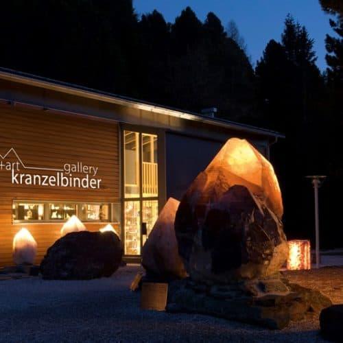 Kranzelbinder Edelstein-Ausstellung. Das ganzjährig geöffnete Ausflugsziel liegt direkt am idyllischen 3-Seen-Rundwanderweg auf der Turracher Höhe