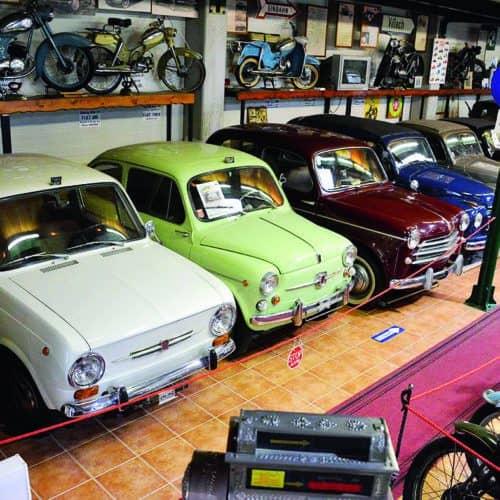 Autoausstellung im Villacher Fahrzeugmuseum - im Winter geöffnetes Ausflugsziel in Kärnten, Österreich