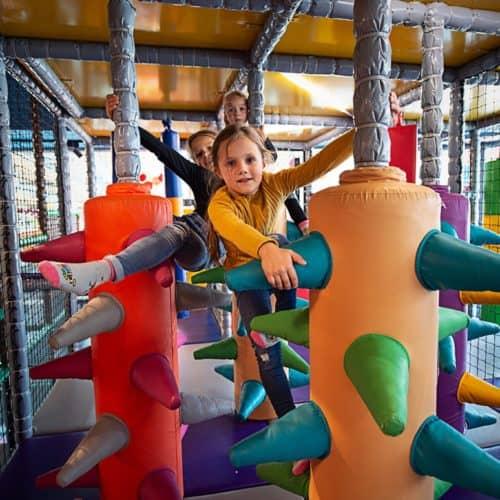Kindererlebniswelt Lollipop im Einkaufszentrum Atrio in Villach Nähe Italien & Slowenien in Kärnten. Im Winter geöffnetes Ausflugsziel für Familien.
