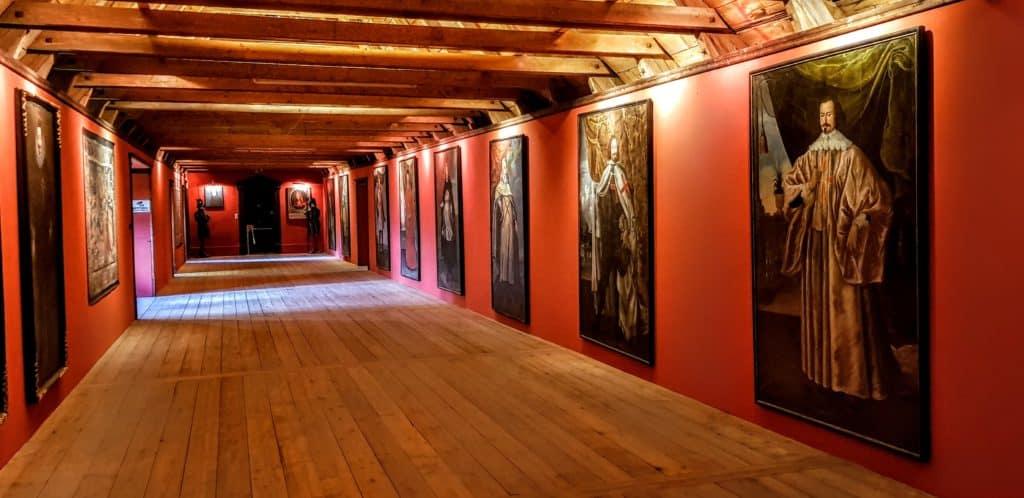 Ausflugsziele bei Schlechtwetter in Kärnten - Burg Hochosterwitz Ahnengalerie