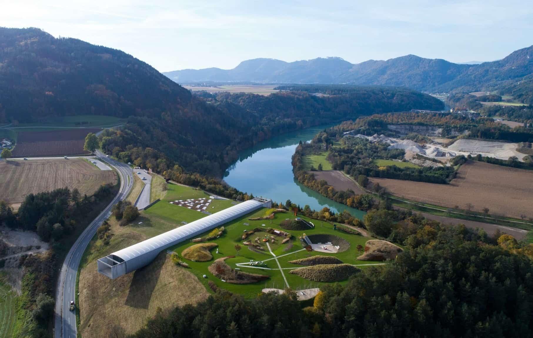 Museum Liaunig im Lavanttal mit Gebäude und Skulpturenpark - Ausflugsziel in Kärnten, Österreich