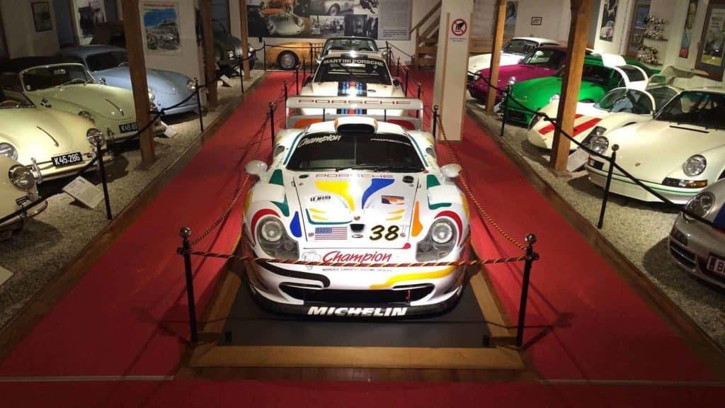 Porsche Museum im Frühling geöffnetes Ausflugsziel in Kärnten