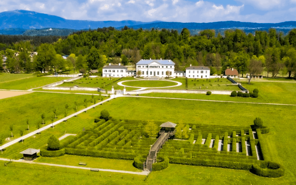 Schloss und Labyrinth Rosegg - geöffnet im Mai