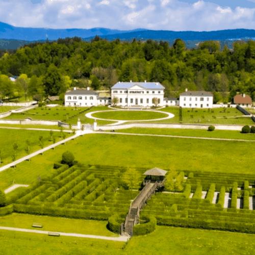 Labyrinth & Schloss Rosegg bei Frühlings-Ausflug am Wörthersee in Kärnten