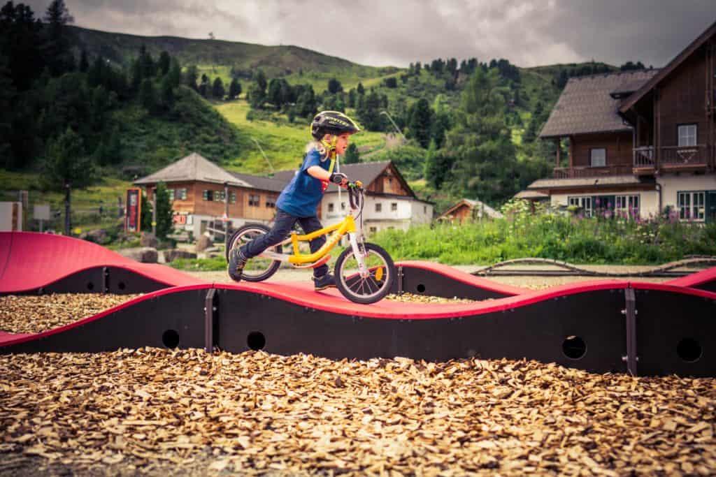 Aktivitäten mit Mountainbike im Pumptrack Turracher Höhe