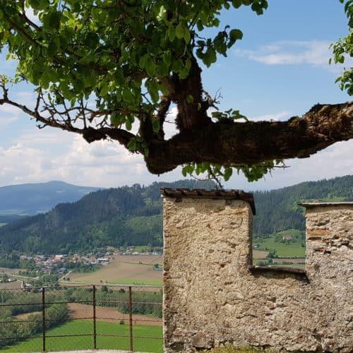 Ausflug im Mai auf die Burg Hochosterwitz in Österreich - Sehenswürdigkeit in Kärnten