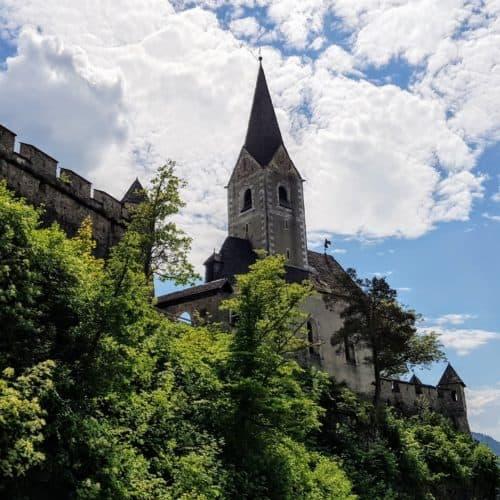 Burg Hochosterwitz - Blick auf Burgkirche bei Frühlings-Ausflug