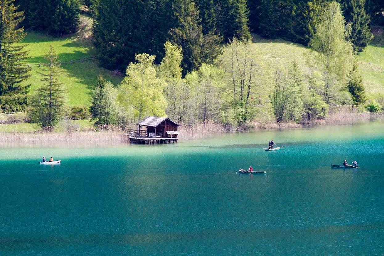 Fischer am Weissensee in Kärnten - Naturjuwel und Badesee in Österreich