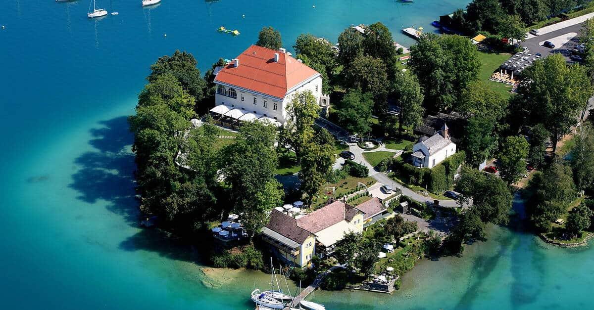 Halbinsel & Schloss Maria Loretto in Klagenfurt - Sehenswürdigkeit in Kärnten, Österreich