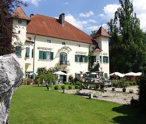 Ausflugsziel Schloss Ebenau mit Galerie Walker im Rosental - Nähe Wörthersee in Kärnten, Österreich