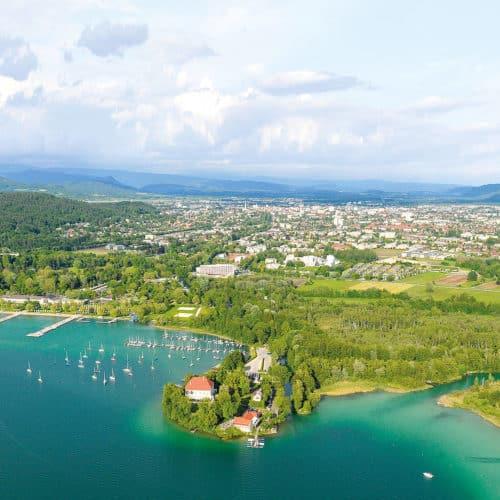 Luftaufnahme Klagenfurt mit Ostbucht am Wörthersee in Kärnten