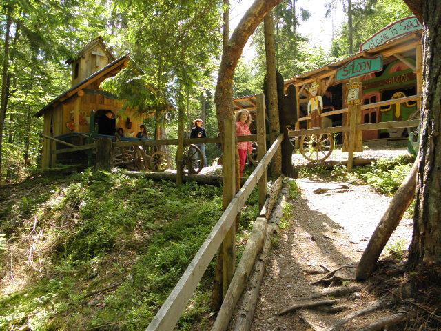 Zauberwald Rauschelesee Nähe Wörthersee für Familienausflug in Kärnten