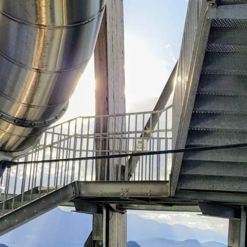Rutsche und Treppe mit Aussicht am Pyramidenkogel - TOP-10 Ausflugsziel in Kärnten