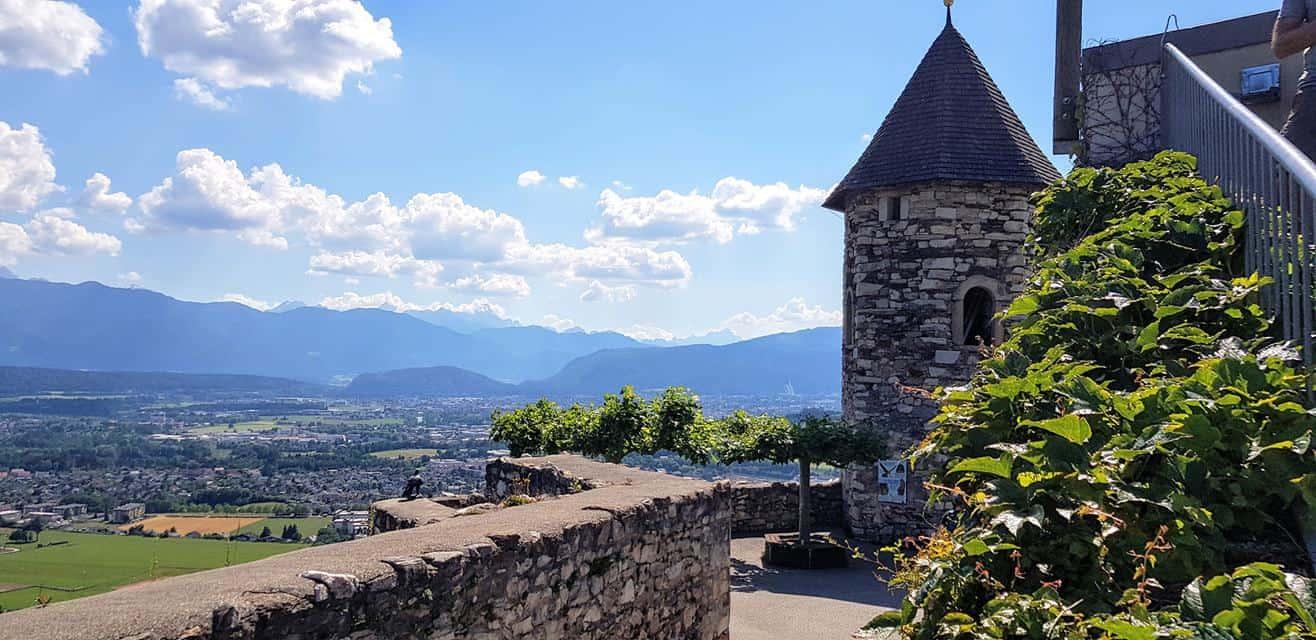 Aussicht auf Villach und Julische Alpen in Adlerarena Burg Landskron - TOP-10 Ausflugsziel in Kärnten