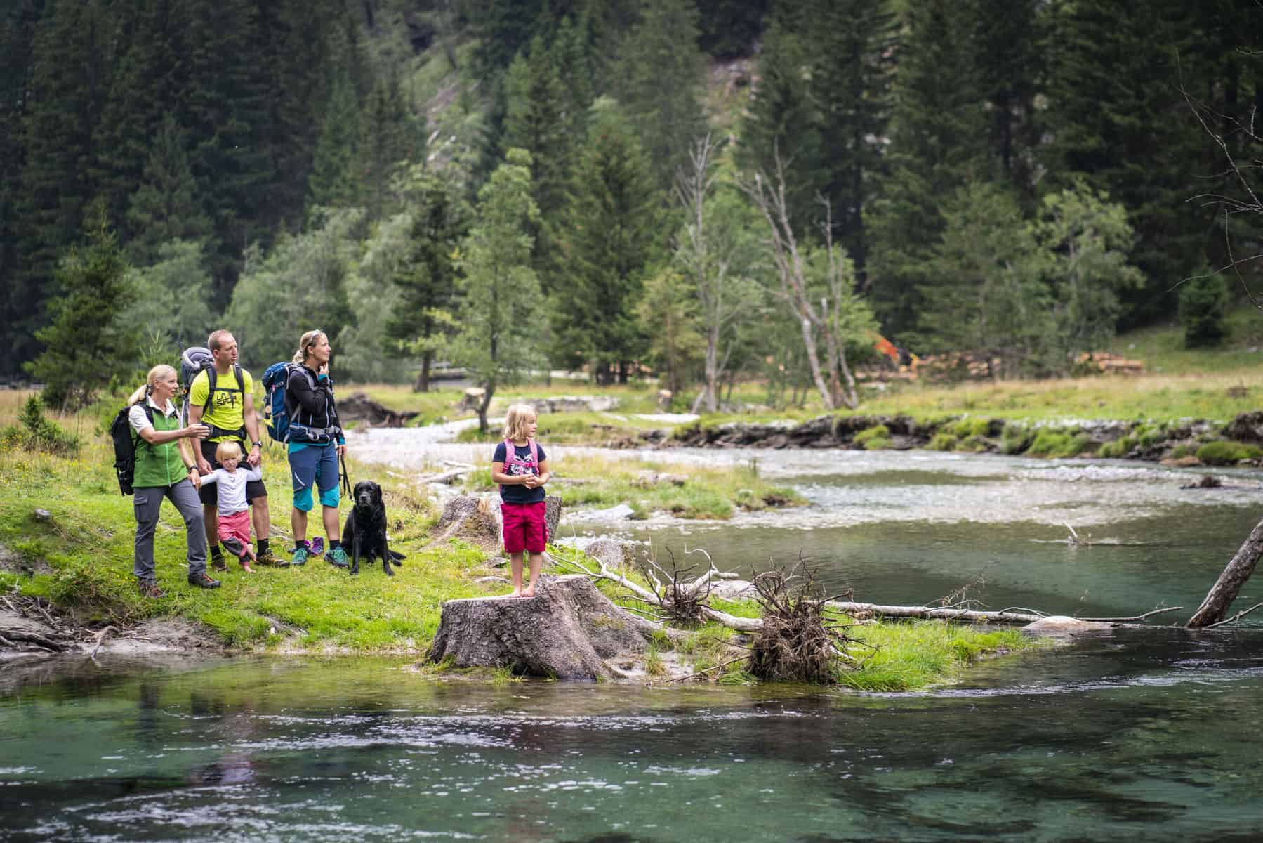 Mit Kindern im Nationalpark Hohe Tauern in Kärnten - Wanderung und Spielplatz am Fluss im Seebachtal bei Mallnitz, Talstation Ankogelbahn