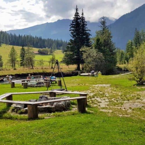 Spielplatz Outdoor mit Grillplatz bei Fluss für Familien bei Mallnitz im Nationalpark Hohe Tauern Kärnten