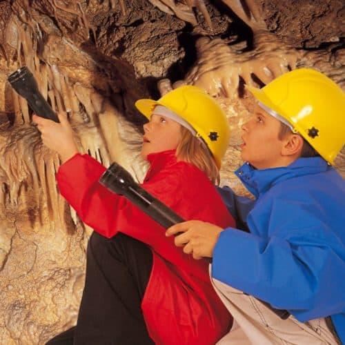 Höhlenforscherspiel für Kinder ab 4 Jahren in den Obir Tropfsteinhöhlen in Kärnten. Ausflugstipp bei Regenwetter.