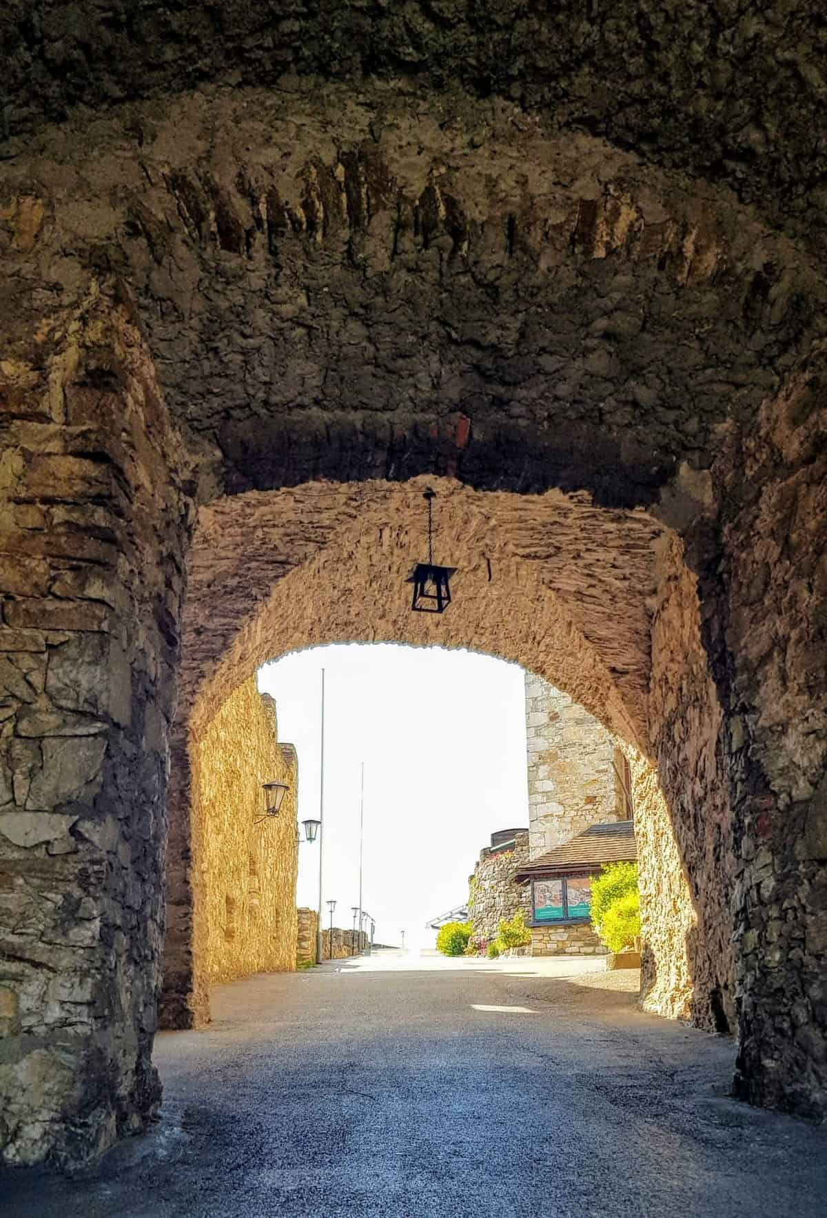 Eingangstor Burg Landskron in Kärnten