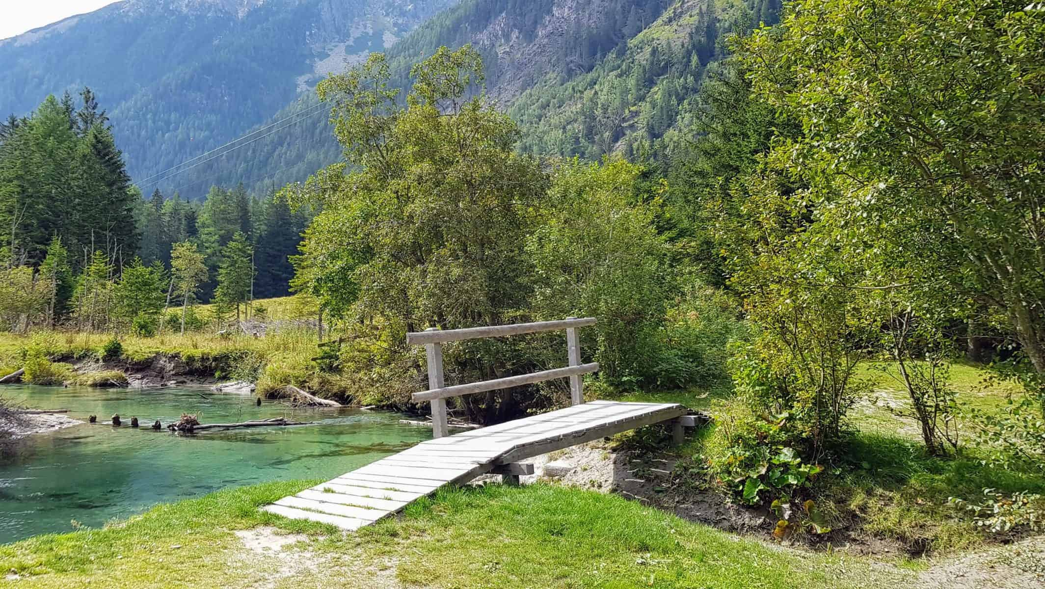 Spielen und Baden am Fluss in Mallnitz, Nationalpark Hohe Tauern Kärnten - Tipps für Familienausflüge & Aktivitäten