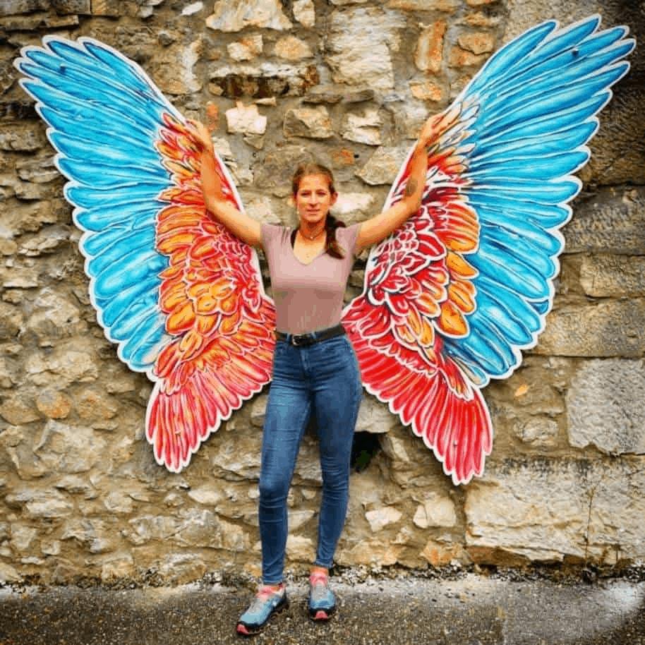 Fotowand mit Flügel in der Adlerarena auf Burg Landskron bei Villach in Österreich