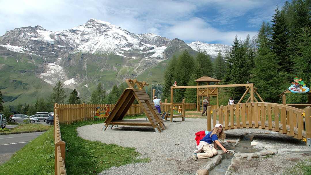 Kinderspielplatz entlang der Großglockner Hochalpenstraße im Nationalpark Hohe Tauern