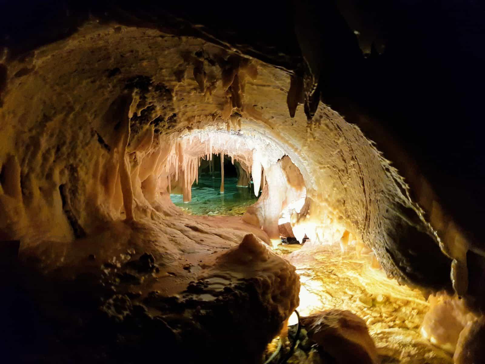 Schlechtwetterprogramm Familienausflug in Obir Tropfsteinhöhlen in Kärnten mit unterirdischem See