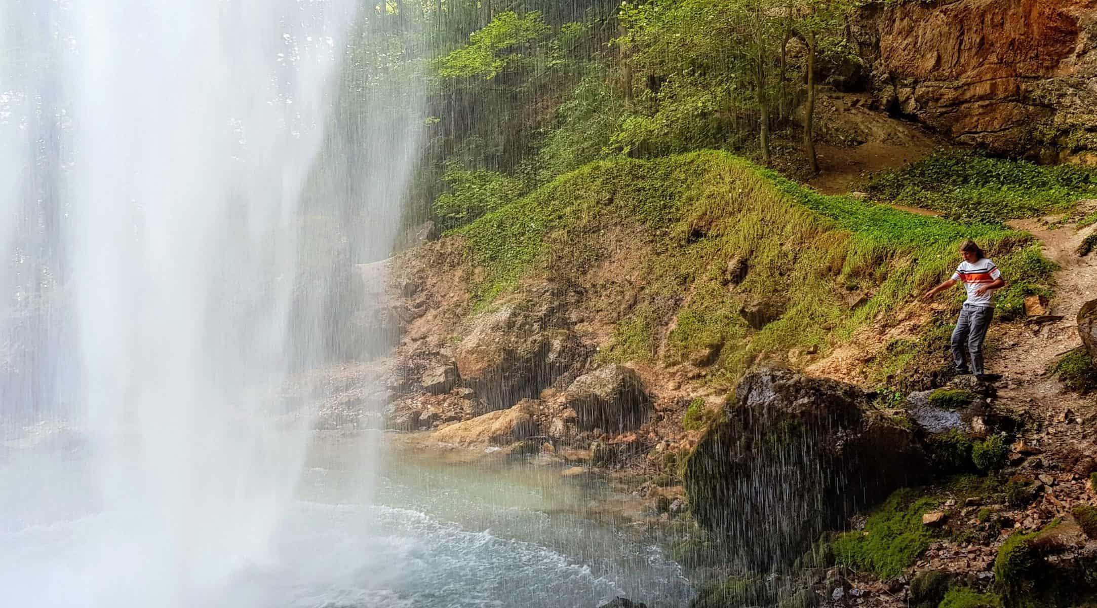 Natur erleben in Kärnten mit Kindern beim Wildensteiner Wasserfall in Gallizien Nähe Klopeiner See in Südkärnten