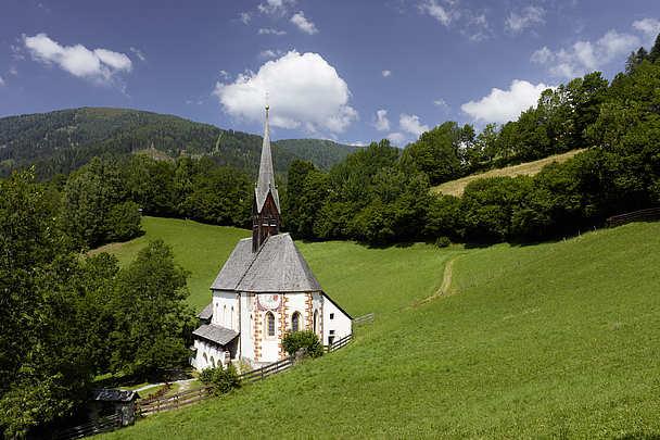 Kirche mit Heilquelle in Bad Kleinkirchheim in Österreich